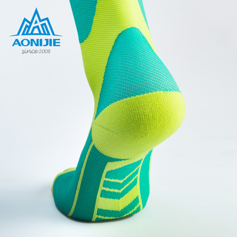 AONIJIE Compression Sneakers Socks Stockings Athletic Fit Running Marathon Soccer Cycling Nurses Shin Splints Sports Oudtoor Men in Running Socks from Sports Entertainment