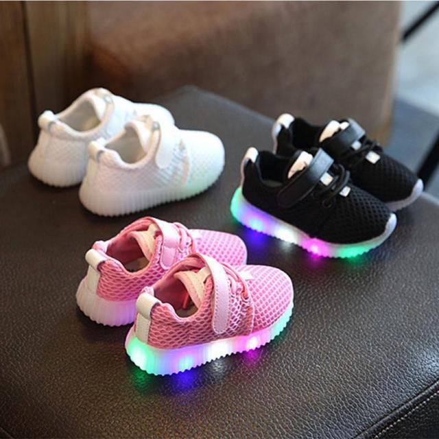 Unisex Children Sneakers Little Girls Outdoor Wearing LED Lighting Sports Shoes Little Boys Night Walking Fashing Shoes