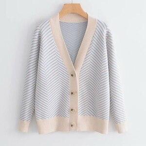 Image 2 - 2020 jesienny damski nowy sweter koreański wersja luźne paski rozpinany sweter z długimi rękawami dekolt w szpic uniwersalna kurtka
