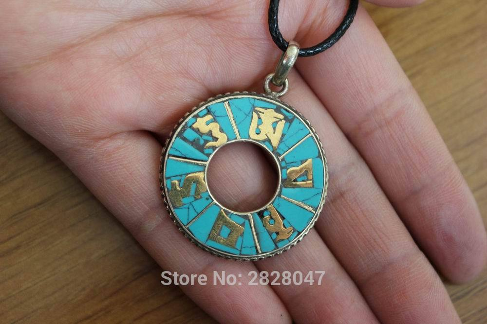 PN237 Əl istehsalı Nepal Dairəsi 33 mm Asma Etnik Tibet Altı Mantras Om Mani Padme Hum Amulet Kulonları