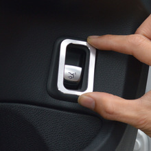 Tasto bagagliaio posteriore copertura decorativo trim interni auto decalcomania paillettes per Mercedes Benz Nuova classe C W205 2015-17