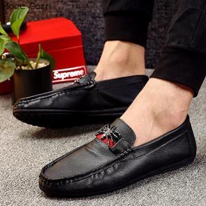 Image 3 - モカシンローファー男性春フラッツカジュアル革の靴通気性モカシンオムの高級ブランド英国の運転靴