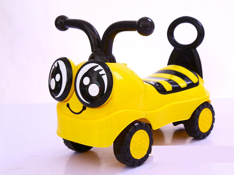 New Cartoon Bee Children scooter four-wheeled yo car with music Twist car swing car walker ...