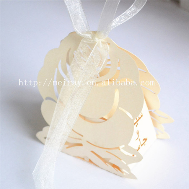 Romantic and elegant wedding favors gift bag luxury white party romantic and elegant wedding favors gift bag luxury white party laser cutting flower sweet candy box junglespirit Gallery