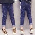 Девочка джинсы 2017 детская весной и осенью узкие брюки Случайных дикие девушки джинсы