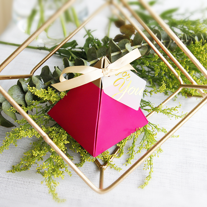 100pcs Rose Red Triangular Pyramid Style Candy Box Wedding Favors Party Supplies Paper Gift Boxes with THANKS Card Chocolate Box package (2)