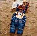 Precio de fábrica de Los Bebés Encantadores del Patrón de Caracteres Estrellas Impreso Jeans Moda Pantalones Vendedores Calientes de Los Mamelucos Del Mono de Los Bebés Babero