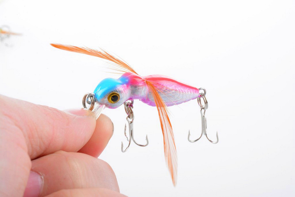 1Pcs  Insects Fishing Baits 4.5cm/3.4g Fly Lures Wobblers Dry Tackle CrankBait Plastic Pesca Bass