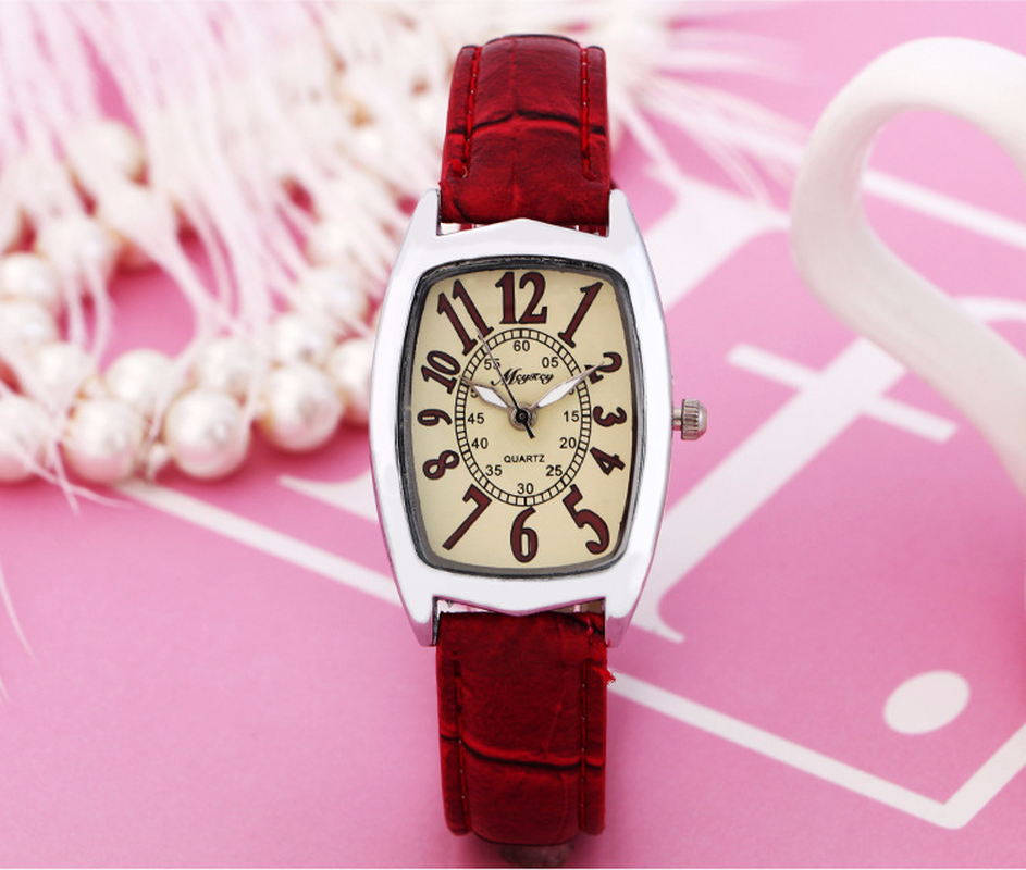 New Casual Fashion Square Lady Watch Student Wine Cask Small Red Table Gift Table