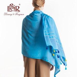 Image 2 - 럭셔리 브랜드 코튼 여성 스카프 박탈 소프트 빈티지 스카프 술 스톨 겨울 목도리 여성 pashmina bandana foulard cachecol