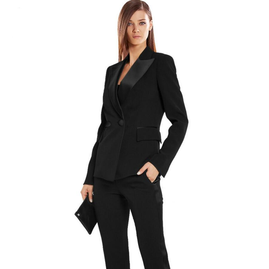 RW&CO. - Women's Suits. At RW&CO., when it comes to work wear, we mean business! Create the perfect suit with our blazers, pants and skirts. Each season, we deliver impeccable fits and styles, quality fabrics and easy-to-match colours.