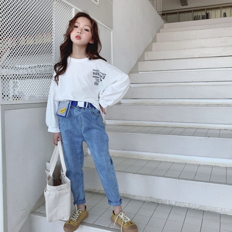 Image 4 - 4 13 years old girls Jeans spring Fashion children's trousers washed Classic blue all match pants Cotton to send waist bag belt-in Jeans from Mother & Kids