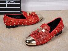 الأحمر حذاء رجالي جلد طبيعي هامش المعادن تو الذهب المسامير الأزياء كريستال حزب الزفاف الذكور الجلد المدبوغ أحذية خفيفة بدون كعب ل رجل