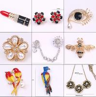 Creative Brooch Woman Sweater Chain Moon Letter Simple Alloy Brooch Jewelry