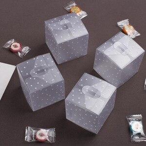 Image 2 - Plástico dot Caixas de Presente Caixa de Doces Caixa de Bolo de Aniversário Favores Do Casamento Saco DO Presente Do PVC Transparente Suprimentos 5*5*5cm 10 pçs/lote