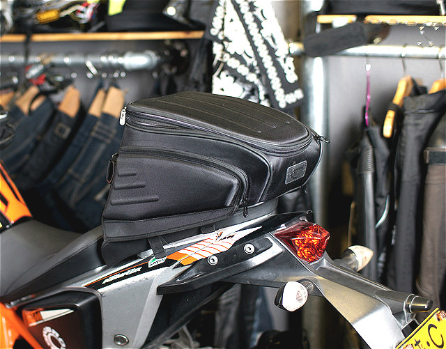 Bag Motorcycle Top Fashion Tank Bags 2016 New Uglybros Ubb-224 Motorcycle Rear Bag / Road Send Waterproof Cover sa212 saddle bag motorcycle side bag helmet bag free shippingkorea japan e ems