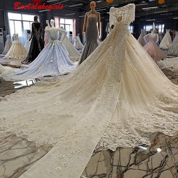 00224 Lange Schwanz Kurzarm Licht V-ausschnitt Stickerei Mit Knochen Gewinde Und Hand Dekoriert Blumen Hochzeit Kleid