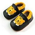 Padrão de tigre Sapatos de Bebê Menino de Couro Genuíno Mocassins Deslizar Sobre sapatos Infantis Primeiros Caminhantes Do Bebê Sapatos Da Criança