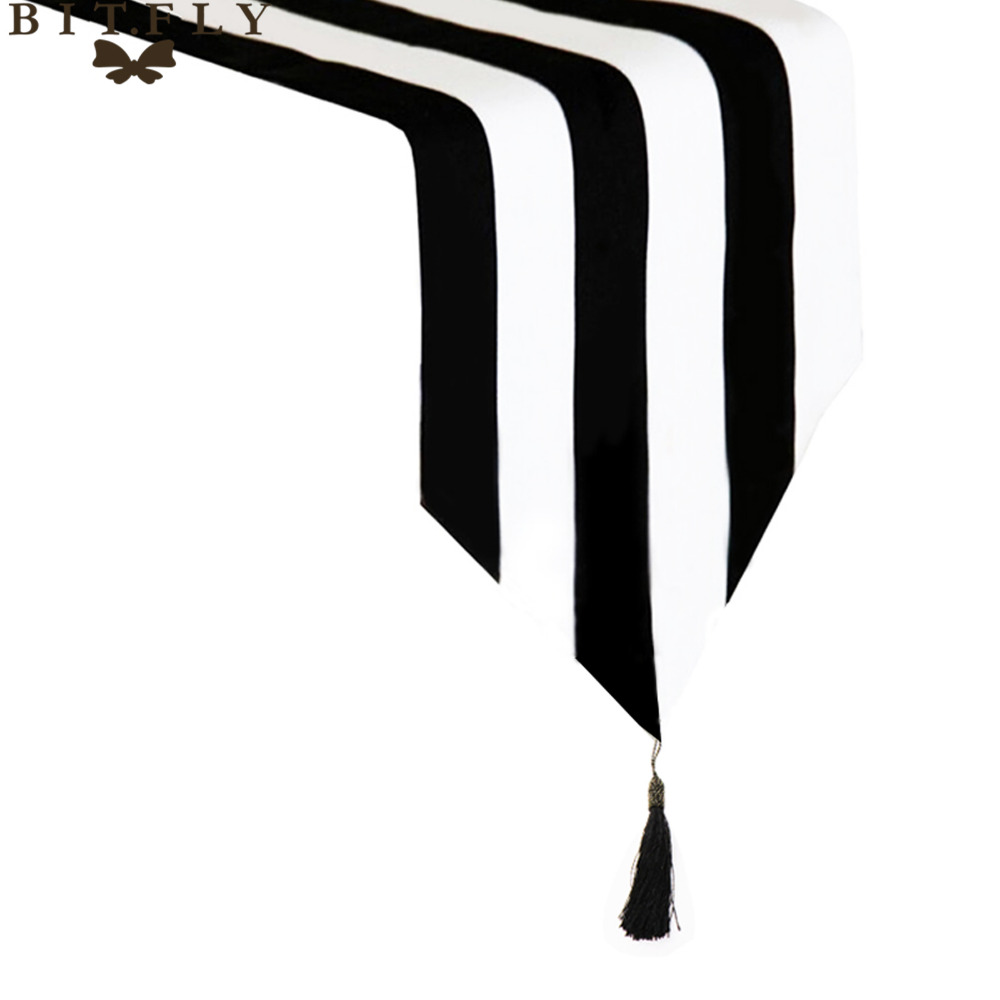 Modern Striped Pattern Table Runner Black & White Geometric Table Topper Hotel Bed Runner Home Decor Table Cloth Tassel
