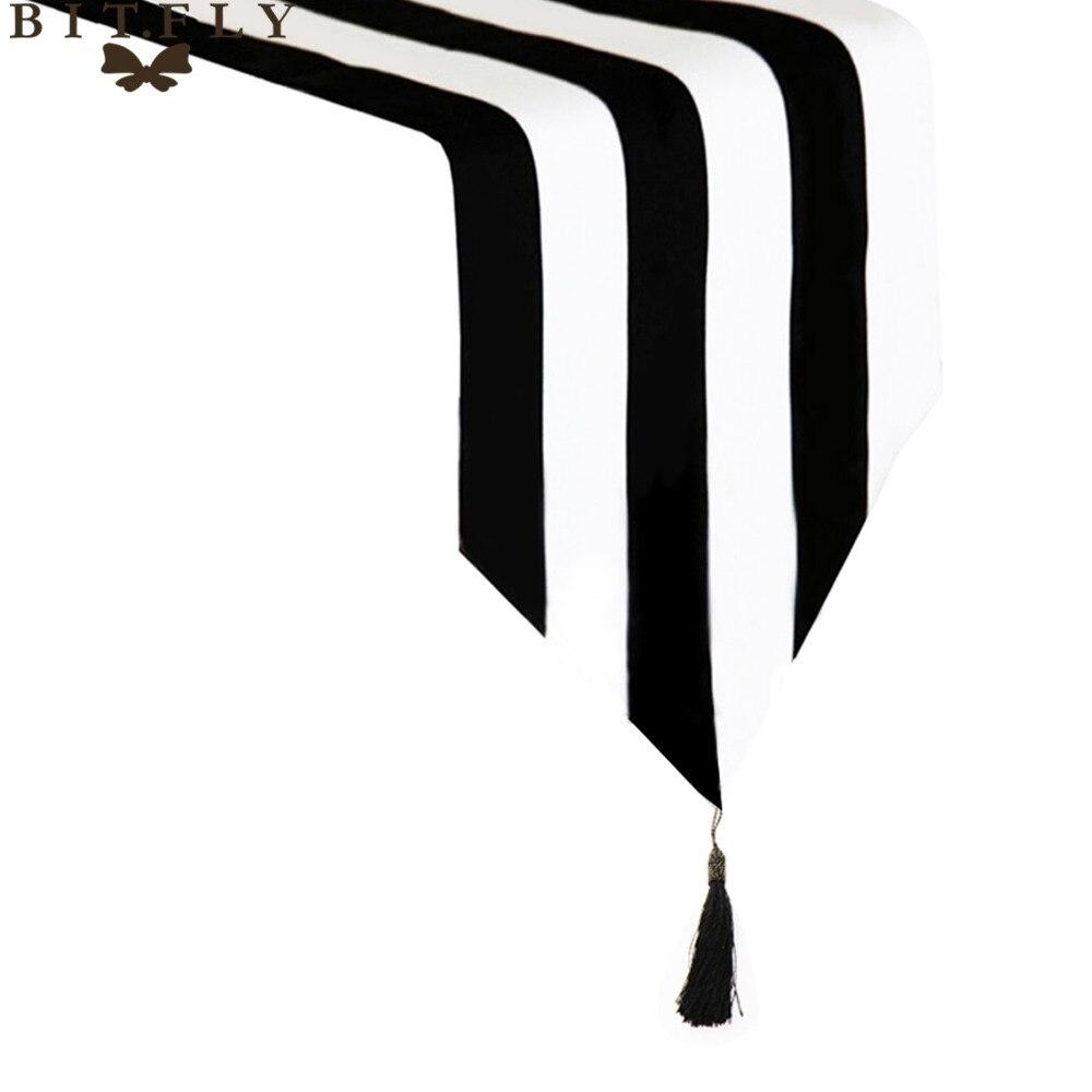 Modern Striped Pattern Table Runner Black & White Geometric Table Topper Hotel Bed Runner Home Decor Table Cloth Tassel