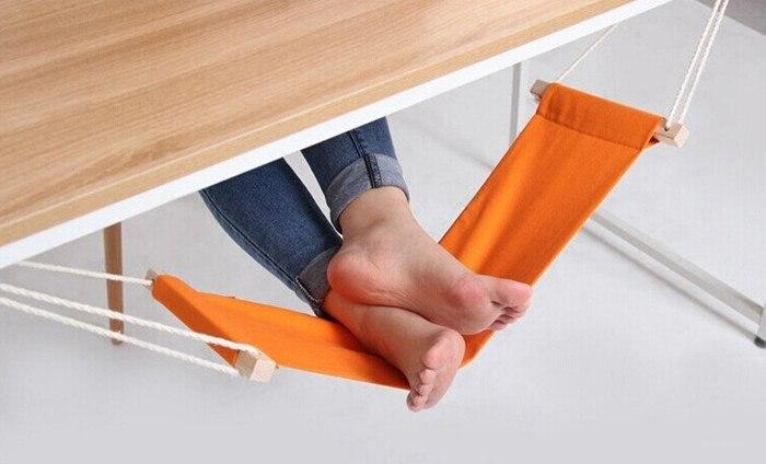 под столом ф