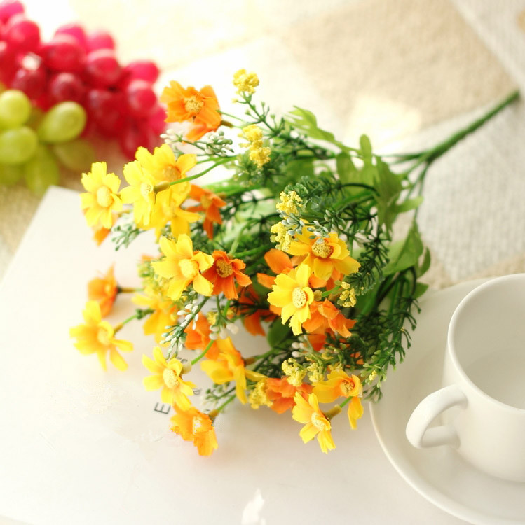 Cute Silk Daisy Artificial Flower With One Bouquet 7 Branch 28 Heads For Wedding Decoration 22