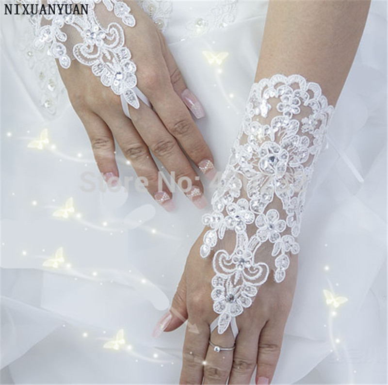 Elegant Beaded Lace Satin Short Bridal Gloves 2019 Fingerless Wedding Gloves White Ivory Wedding Accessories Veu De Noiva