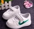Precio de oferta especial del bebé niñas niños niños primavera verano otoño zapatillas de deporte y zapatos casuales zapatos cómodos para los niños