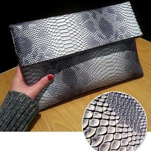 Image 4 - 2020 yeni el çantası katlanır zarf çantası kadın avrupa ve amerikan Trend yılan desen el vahşi parti çantası damla nakliye F47