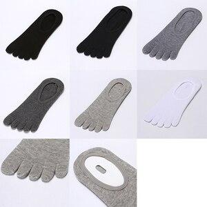 Image 3 - 10 pares de Meias masculinas Boca Rasa Meias invisíveis cinco dedo Não Slip de Algodão Meias Curtas Meias cinco  dedos Meias Masculinas New Alta Qualidade