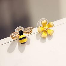 2019 śliczne nowy kwiat pszczoła asymetryczne kolczyki cyrkon kolczyki hurtownia moda biżuteria Punk stadniny kolczyki dla kobiet dziewczyn prezent tanie tanio flowery fire Ze stopu miedzi PLANT Dziewczyny Śliczne Romantyczny Cyrkonia E1385 Push-powrotem