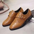 Nueva llegada de la vendimia de la hebilla mujeres zapatos de moda negro y marrón zapatos brogue oxford mujer Roma estilo mujeres zapatos de los planos de tenis feminino