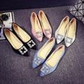 En la primavera de 2016 la versión Coreana de los nuevos zapatos planos puntiagudos zapatos de moda Rhinestone Hebilla del ante de los zapatos al por mayor