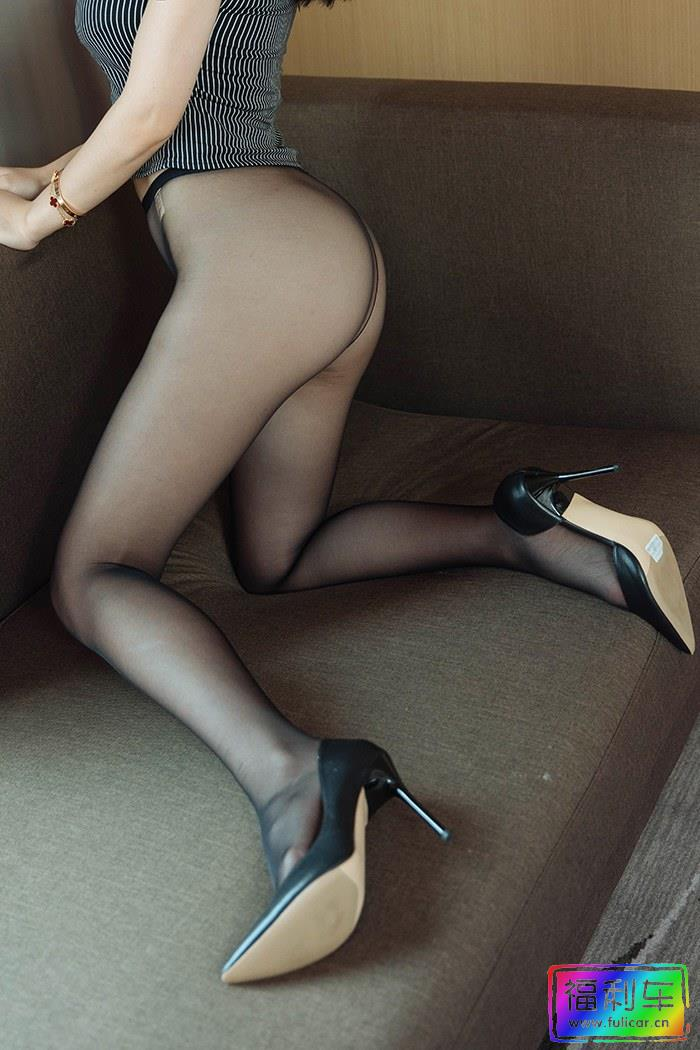 勾人妖精周于希黑丝美腿只想尝上一口