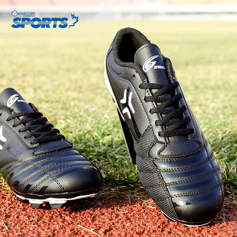 New Design Football Shoes Boy Kids Soccer Cleats Turf Shoes Hard Court  Cleats Men And Women Sneakers High Quality 5ae3e3267