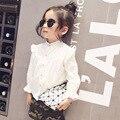 2016 весна новый стиль Лета Малышей Новорожденных Девочек Случайные Футболки Кружево Сращивание Рубашка Хлопок Мягкий белый Блузка принцесса Топы