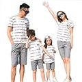 Бесплатная Доставка Новый Летний полосатый Семья Соответствующие Наряды хлопок мать девушка отца Мальчик одежда устанавливает майка + шорты Брюки серый