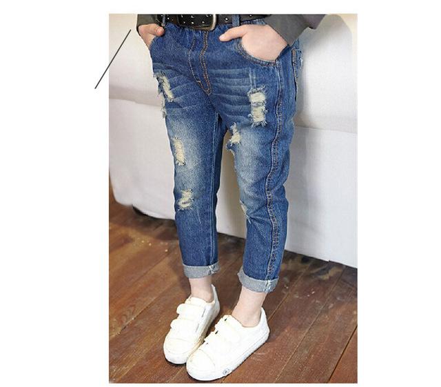 2015 niños moda marca niños pantalones pantalones de los bebés niños ocasional delgado denim jeans ripped azul novio del corte del cargador clásico
