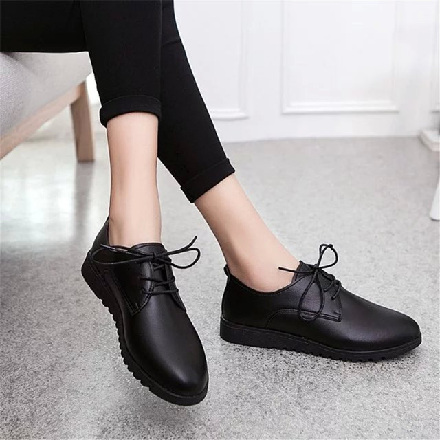 New Fashion Woman Flats Casual Shoes White Leather Female Loafers Soft Lacing Pointed Moccasins Shoes Mother Nurse Working Flats