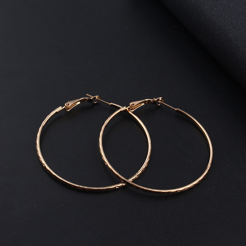 5eba3c80a6d1 Oro Color ronda pendientes de aro sin fin hecho a mano punky pequeño gran  Bali círculo pendiente para las mujeres Bijoux Femme moda joyería en  Pendientes de ...