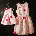 Marca Primavera Verano rosa verde sin mangas vestido de tirantes plisado faldas de gran tamaño infantil hija madre y las niñas vestido vistazo familia