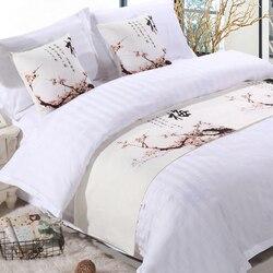Toalla de cola de cama moderna Prunus mume cama artículo china tinta pintura cama camino bandera Lotus hoja violeta mesa de cama runner