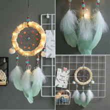 Handmade Dream Catcher Con Le Piume Luci Appeso Dreamcatcher Cristallo Della Decorazione Della Casa Accessori Della Piuma Anello di Ferro(China)