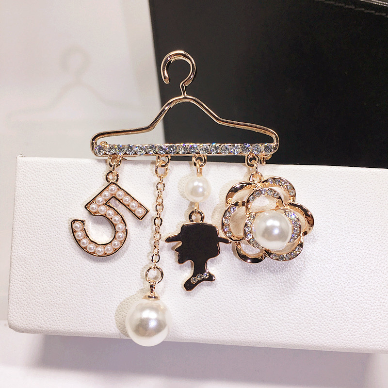 B109 Number 5 Pearl Tassel Flowers Lapel Pins Kpop Broche Strass Brooches Bijouterias Broach Jewelry For Women