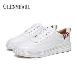 حقيقية أحذية رياضية من الجلد النساء الشقق حذاء أبيض منصة الدانتيل يصل امرأة حذاء كاجوال الكعب سميك الربيع الخريف الإناث زائد حجم