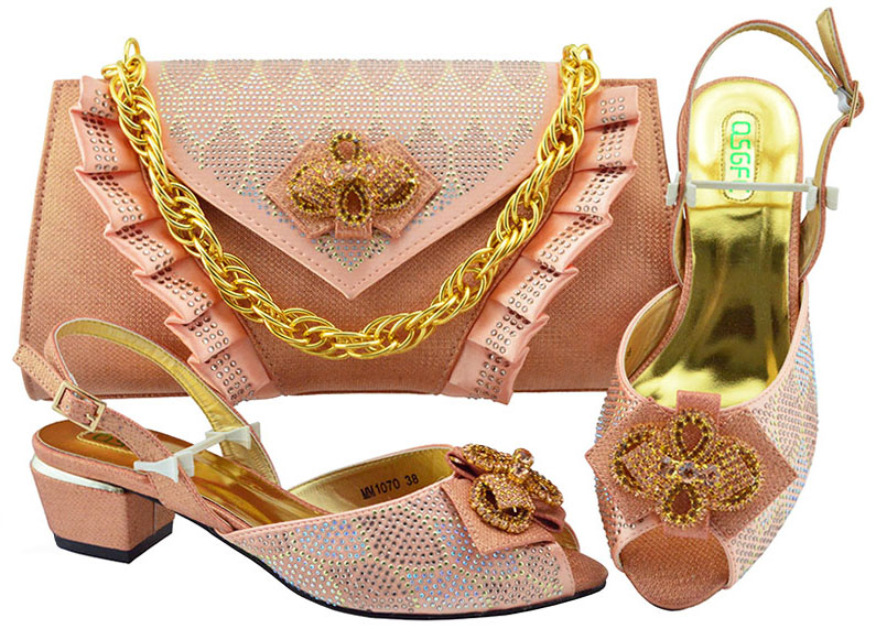 New Peach Italian Shoes With Matching Bags Set African Rhinestone Middle Heels 5CM Shoes And Matching Bag Set For Party new arrival african rhinestone hig heels shoes and bags set new italian woman orange color shoes and bags set for party bch 381