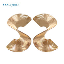 Sansummer New Hot Fashion Golden S Shape Texture Boho Vintage Styel Wizard of Oz Personality Simple Earrings For Women Jewelry