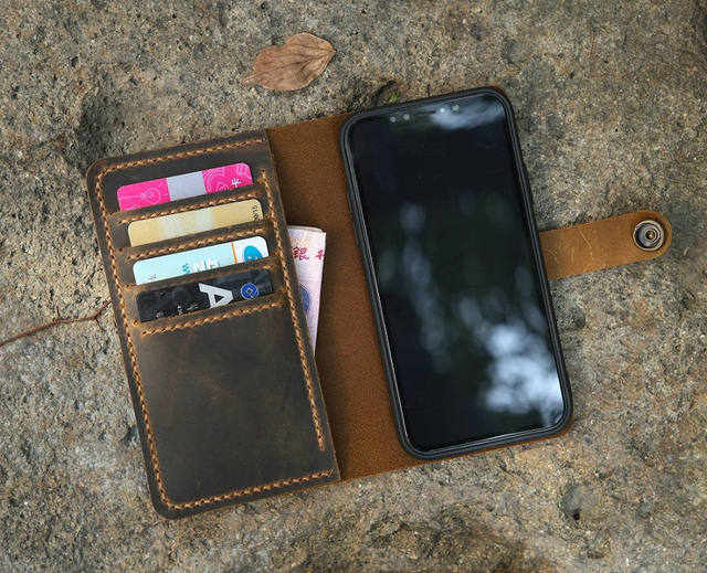 iphone xr wristlet case