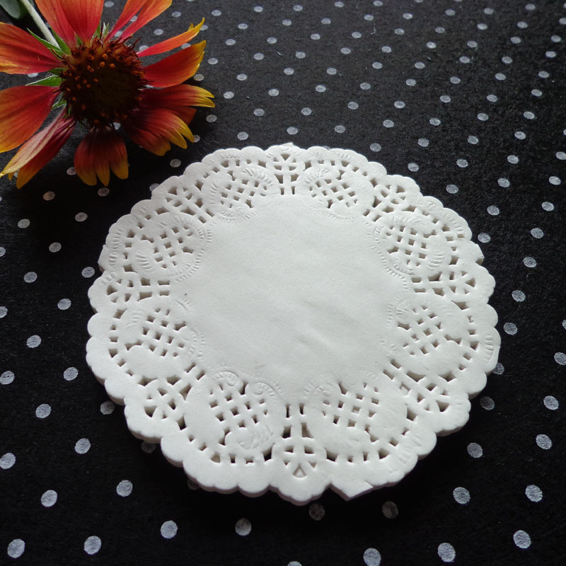 100pcs Creative Vintage Napkin Lace Paper Doilies Cake Holder Crafts Doyleys