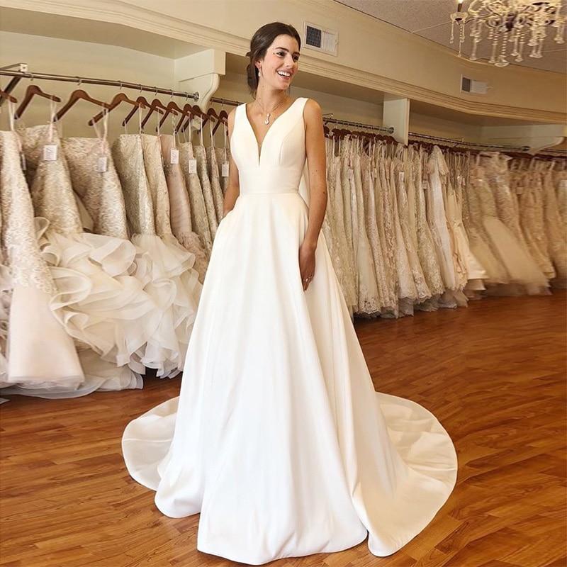Mais barato a linha vestidos de casamento elegante com decote em v branco marfim cetim vestido de novia 2019 sem costas vestidos de casamento capela trem